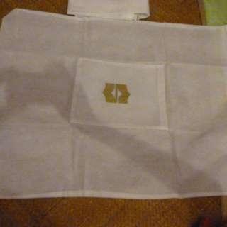 >> 衣物環保袋 2 個 [ 袋衣物 ]