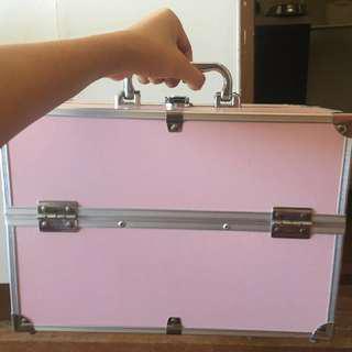 Makeup traincase pink