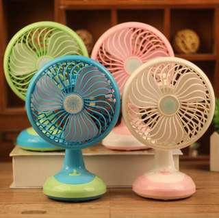 Moving head fan USB charging desktop fan 2 Desktop shaking head mini charging fan-intl