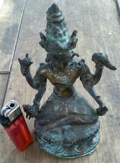 Patung perunggu tua