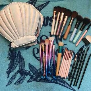 Bulk makeup brushes and holder