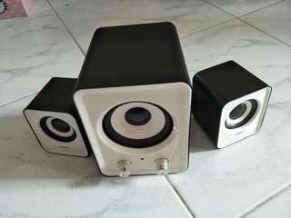 Stylish Speaker in White/Black
