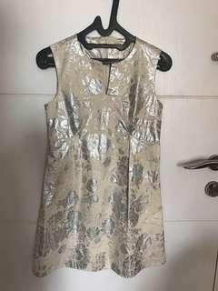 Dress putih detailing silver