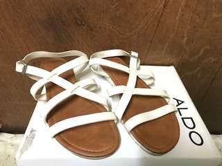 Parisian sandals size 8