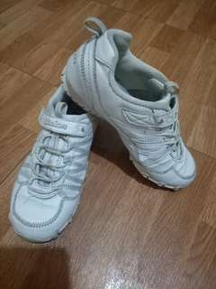 Sketchers white shoes