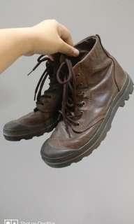 Palladium Leather Boots (M size 8, W size 9)