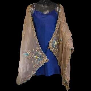 🚚 咖啡金色蠶絲金線刺繡絲巾