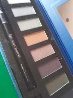 Smokey 10 Color Eyeshadow Palette