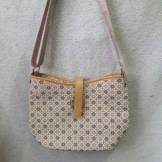 Jiovanni Sling Bag