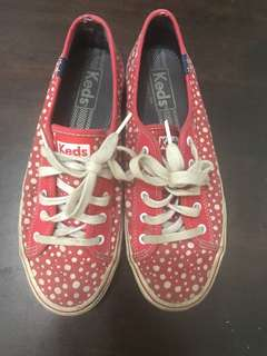 Original Keds Shoes, needs washing, with flaws. Please see pics