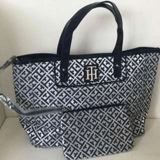 TOMMY HILFIGER BLUE OFF-WHITE EAST WEST TOTE BAG PURSE W/ WRISTLET