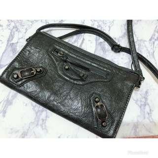 🚚 鐵灰側背包(可肩背可手拿可當大皮夾揹帶可換小容量大空間)原價1580售1000