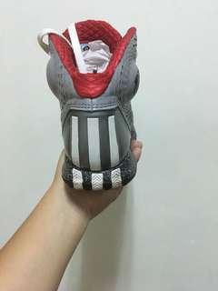 🚚 Adidas 籃球鞋