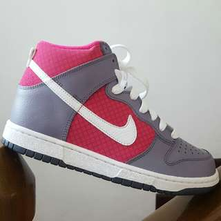PINK AND GRAY NIKE DUNKS