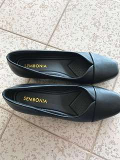 Sembonia Synthetic Leather Court Shoes