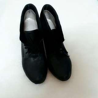 🚚 黑色綁帶高跟鞋
