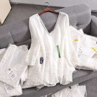 🚚 OshareGirl 06 西班牙單氣質純色雙V領鏤空鈎花蕾絲長袖上衣