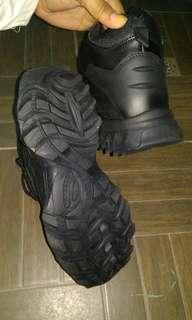 Sepatu outdoor Magnum
