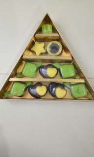 Pudding (Rp. 8rb) , coklat (Rp 27rb) dan Aneka kue kering ( Rp 70rb dg berat 270gr)