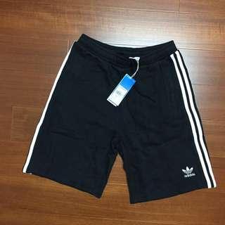 🚚 Adidas original 愛迪達 短褲 休閒運動短褲 CW2980 棉短褲 三線短褲 三葉草 刺繡LOGO