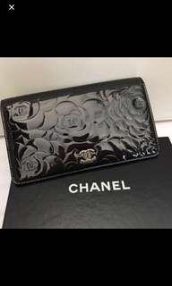 Chanel 黑色漆皮山茶花長銀包