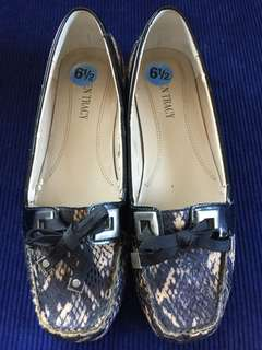 Ellen Tracy faux snakeskin loafers (size 6.5)