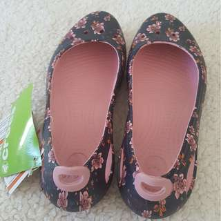 Crocs brand new with tags. Authentic. Size 8W.