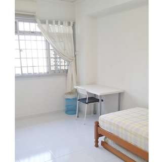 Queenstown MRT @ 82 Strathmore Ave  (Common Bedroom) – Near Queenstown MRT, With Wifi, Aircon,  For Female Only!