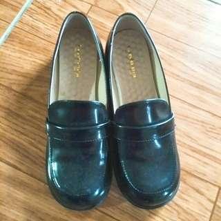 🚚 學生皮鞋 全新 25