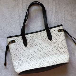 Shoulder Bag (Black & White) NEGOTIABLE