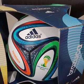 RARE ITEM bola sepak Adidas Brazuca Fifa World Cup 2014 Brazil Official Match Ball