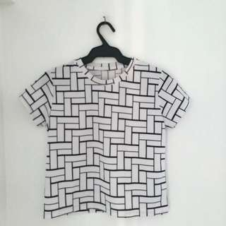 White crop top with design