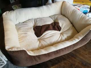 BRAND NEW NEVER USED BROWN AND CREAM DOG BED (DOG BONE DESIGN)