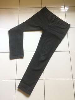 Jeans The Executive Hitam