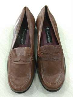 A Etienne Aigner flat shoes