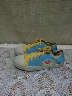 Sepatu toska