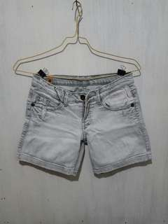 Celana pendek jeans cream