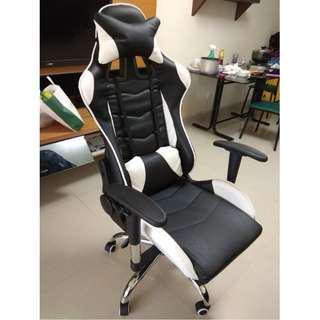 Selling Gaming Chair!! Only Used for 1Mth