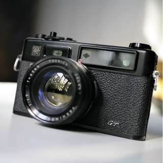 Rangefinder - Yashica Electro 35GS - Black Version