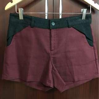 正韓品牌-異材質拼接酒紅色小短褲
