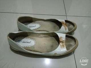 Sepatu slop L nino