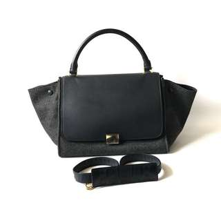 Preloved Celine Trapeze Black Smooth-Wool 2012 (30 x 19 x 24 cm) with strap & cards. NO Dustbag.
