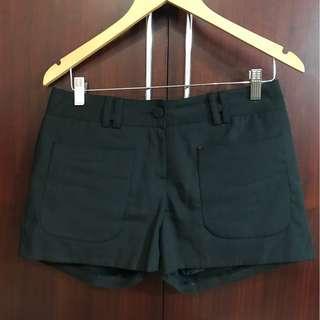 正韓品牌-黑色簡單小短褲