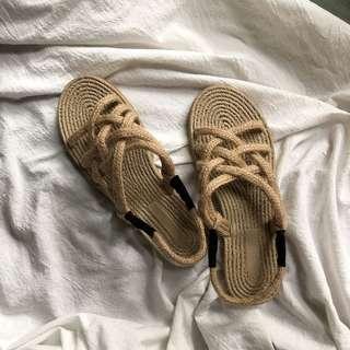 🚚 韓妞的草編涼鞋
