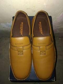 Sepatu buccheri import