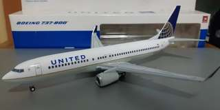 United Airlines 737-800