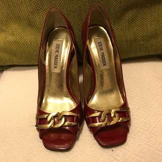 STEVE MADDEN Red and gold chain heels