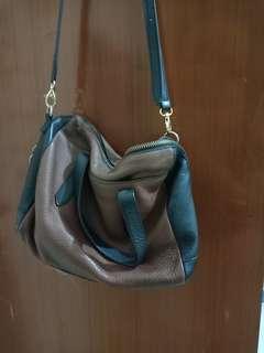 tas seken bks pakai sendiri ..fosil ori kulit asli harga baru 2,3