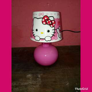 Lampu meja hello kitty