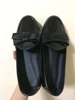 Parisian loafers black